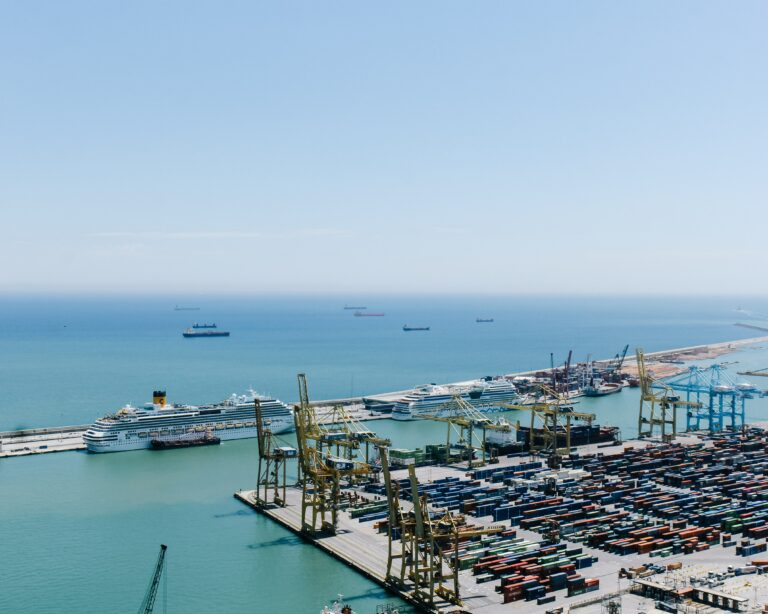 smart port container cranes cruise liner