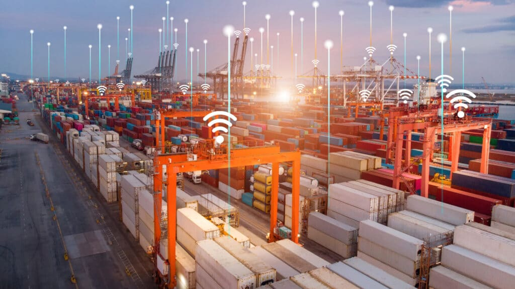 Smart,Crane,Loading,Cargo,With,Smart,Line,And,Smart,Wifi